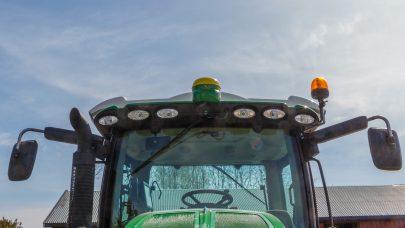 John Deere traktor med N sensor og GPS kule